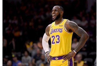 LeBron James debutó en Los Angeles Lakers